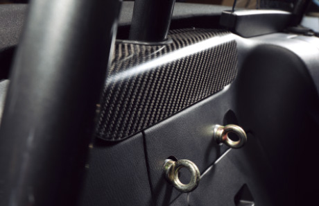 LEG MOTORSPORT:カーボン製のロールバーガーニッシュ(オプション)