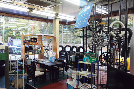 KR&TREND KASAMA RACING SERVICE:店内