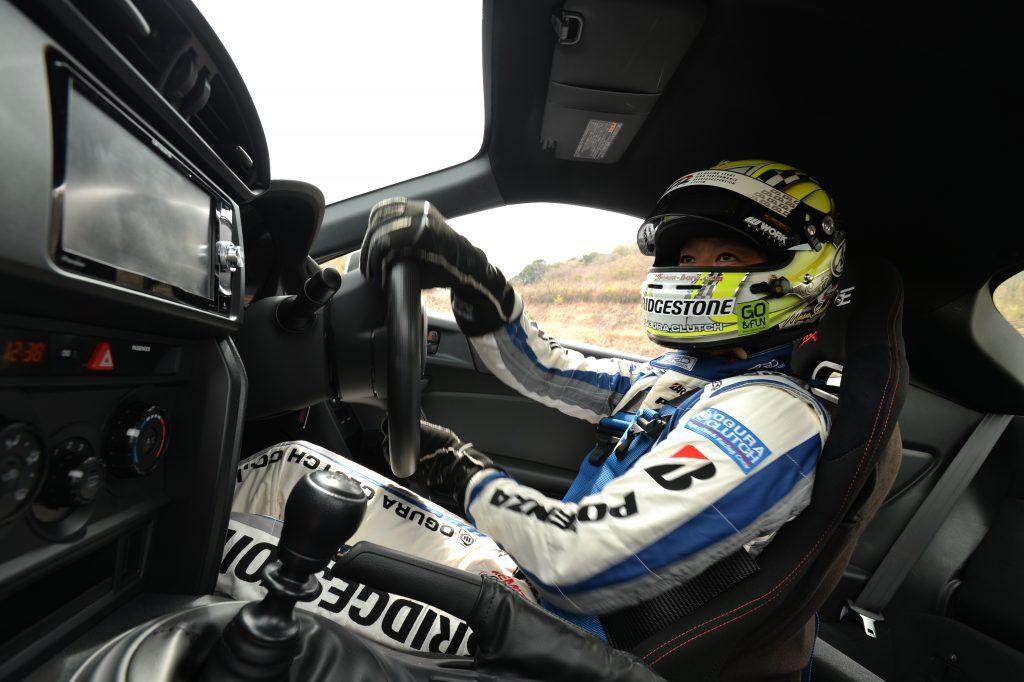 レブスピード6月号ドラテク特集 佐々木雅弘流「タイヤをネジる」新着眼ドライビング
