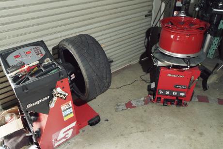 高性能のタイヤチェンジャーとバランサー