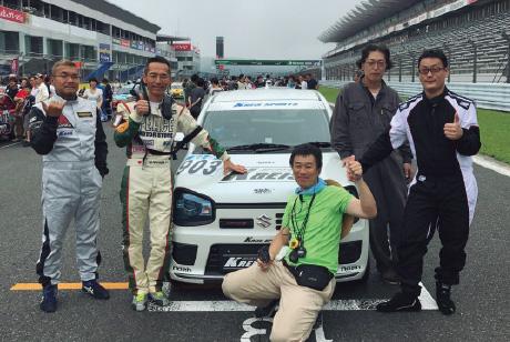 デモカーで仲間と一緒にK4-GPにチャレンジ!