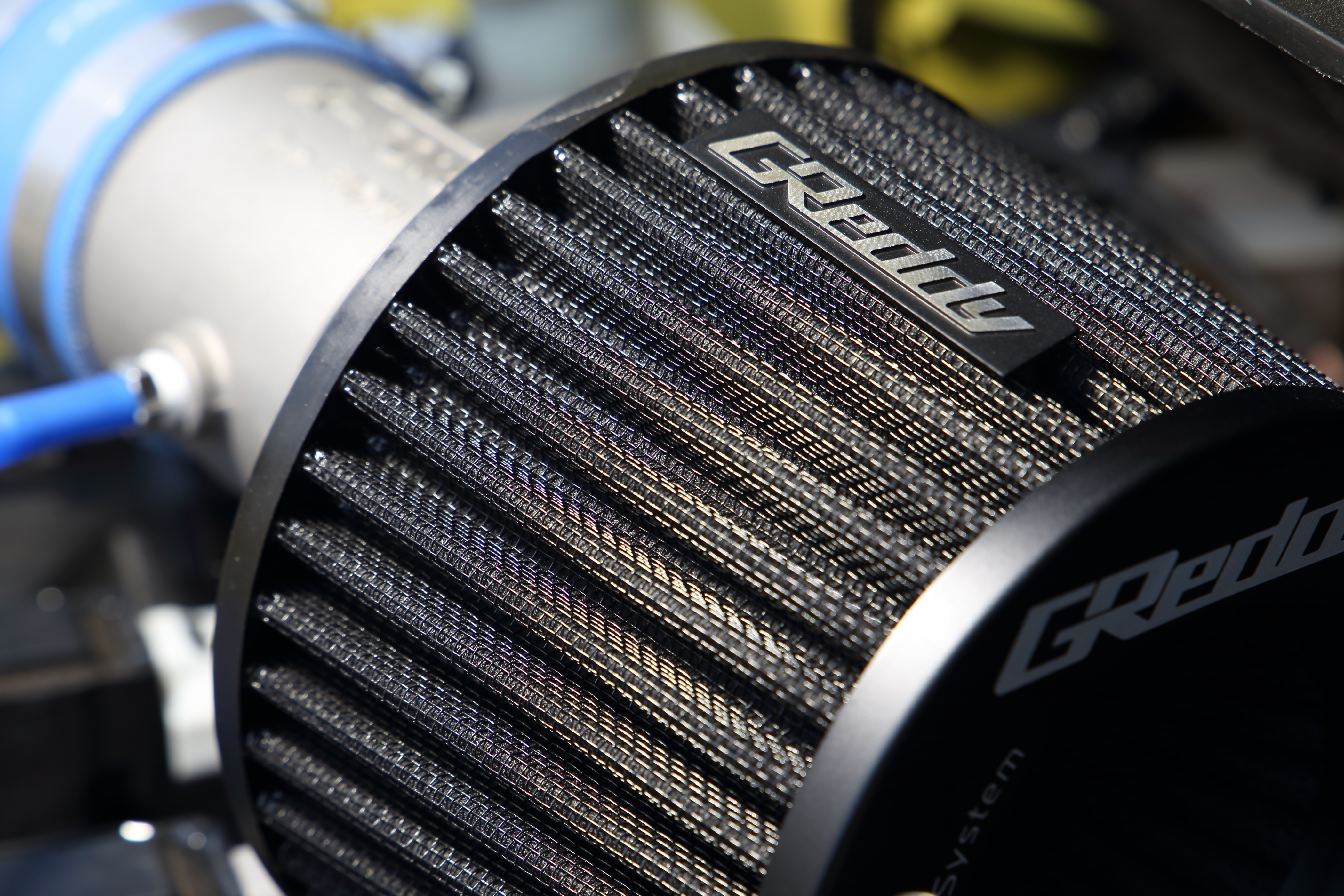 トラストのエアクリーナーがリニューアル。最新の吸排気アイテムを装着したZC33Sスイフトスポーツを試乗インプレ