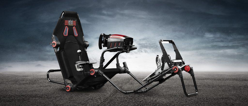 ハンドルコントローラーやシフターを  装着した状態でコンパクトに折り畳みが可能な『Next Level Racing F-GT Lite』