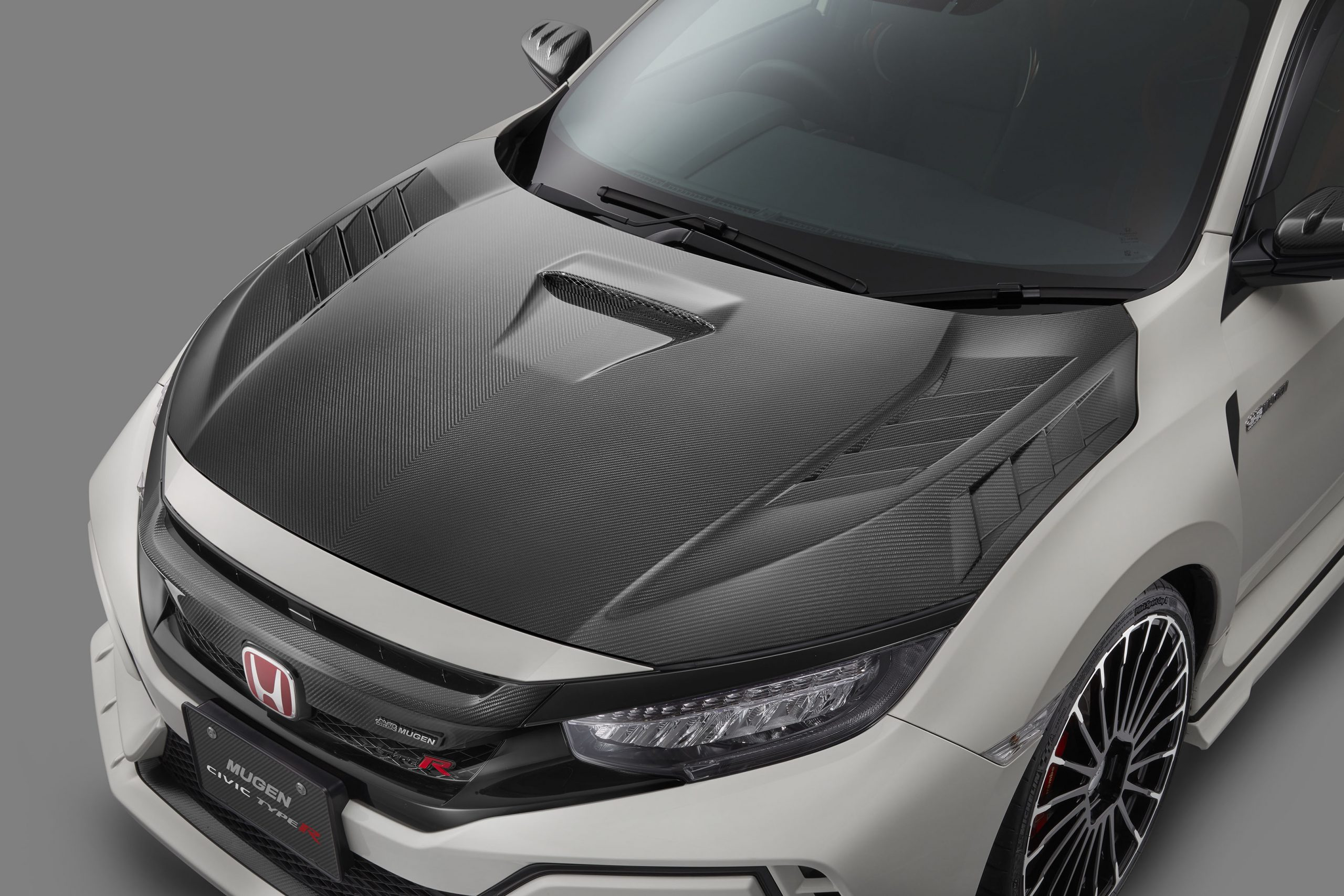 無限から100万円のFK8用ドライカーボンボンネットが登場!2タイプのウイングスポイラーもリリース