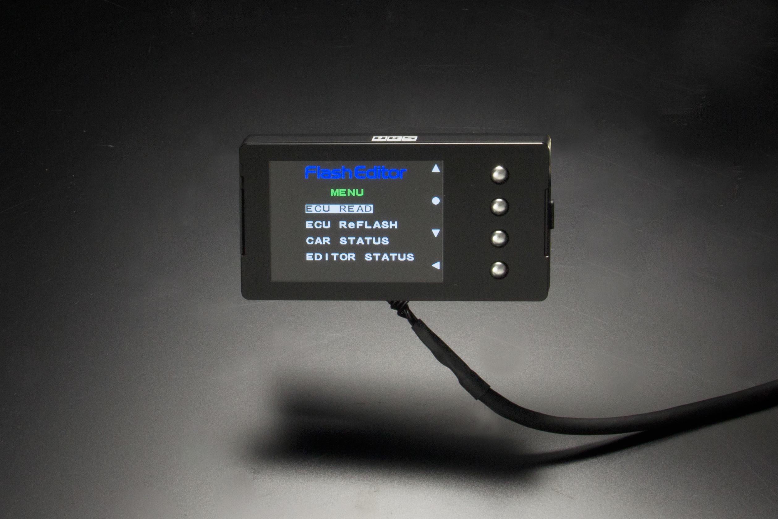 HKSからZC33Sスイフトスポーツ用のフラッシュエディターが登場。価格は7万円(税別)【 HKS  Flash Editor for ZC33S(MT車)】