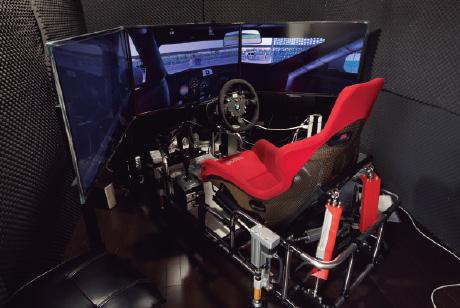サーキット派のために レーシングシミュレーターを導入