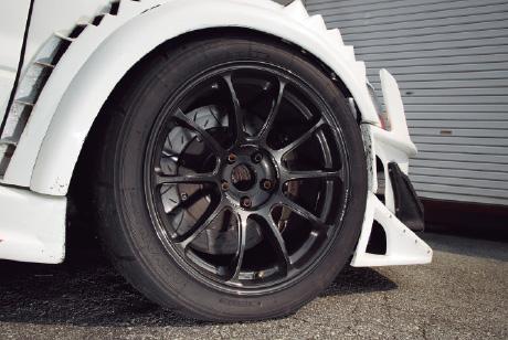 バランスのよい車高とオーダーメイドで サーキット仕様を完成させる!