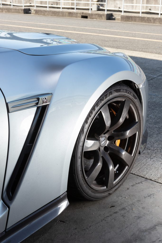 サーキット対応のR35用の油圧車高コントロール! Jura Tec  パワーシリンダーシステム/R35ブリスターフェンダー - ph26